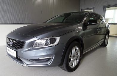 Volvo V60 Cross Country D4 AWD Kinetic Geartronic bei Grünzweig Automobil GmbH in