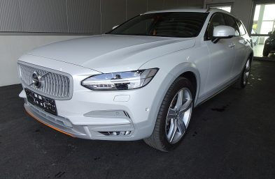 Volvo V90 Cross Country D4 AWD Ocean Race Geartronic bei Grünzweig Automobil GmbH in