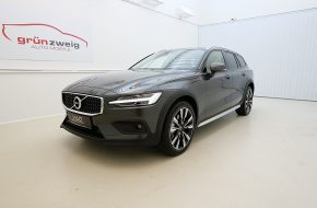 Volvo V60 Cross Country B4 AWD Cross Country Pro Geartronic bei Grünzweig Automobil GmbH in