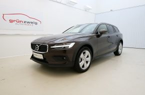 Volvo V60 Cross Country B4 AWD Cross Country Geartronic bei Grünzweig Automobil GmbH in